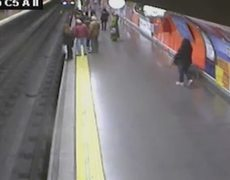 Woman faints and falls on Madrids Metro rail track