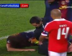 Puyol breaks his arm shocking injury Benfica