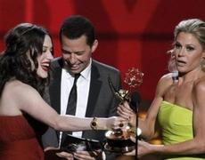 2012 Emmy Award Kat Dennings presenting Incredibly HOT