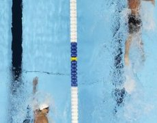 Michael Phelps wins gold in the 200m