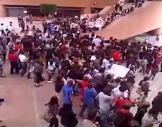 Entre guaruras y estudiantes huye Enrique Peña Nieto de la IBERO