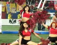Edecanes de los Xolos bailan en el Estadio Caliente