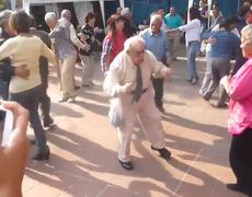 VIRAL VIDEO Grandpa dances to Rock and Roll