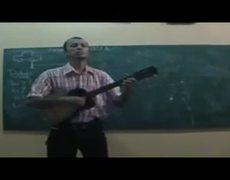 Maestro de secundaria imita a Enrique Iglesias en plena clase