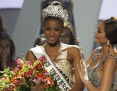 Miss Universe Leila Lopes crowned in Sao Paulo