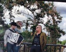 Calibre 50 y El Komander en las grabaciones del video Qué de malo tiene en Sinaloa