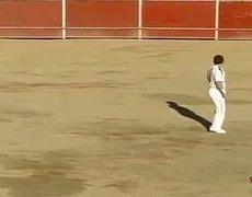 Spanish guys jump killing bulls