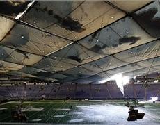 Falls on the roof of the stadium of the Minnesota Vikings