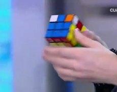Justin Bieber Solves A Rubik's Cube In 90 Seconds! FTW!
