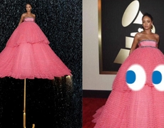 Fun with memes Rihanna´s Dress in Grammys 2015