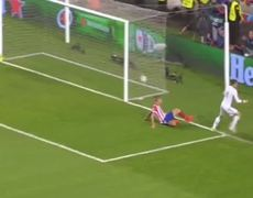 Atletico Madrid vs Real Madrid 14 Gareth Bale misses a sitter 24052014