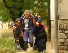 37 dead and thousands flee Bosnia Serbia floods