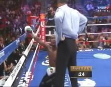 Floyd Mayweather vs Marcos Maidana Mayweather falls to floor