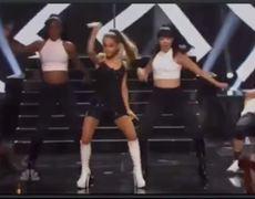 iHeartRadio Music Awards Rihanna Laughing At Ariana Grande Performance