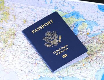 Extranjeros pueden tramitar una residencia temporal o permanente...