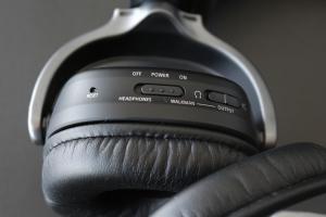 Algunos botones son inaccesibles una vez puestos los audífonos