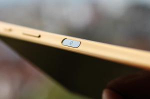 El Xperia Z5 tiene sensor de huella digital en su botón de encendido, que está a un costado