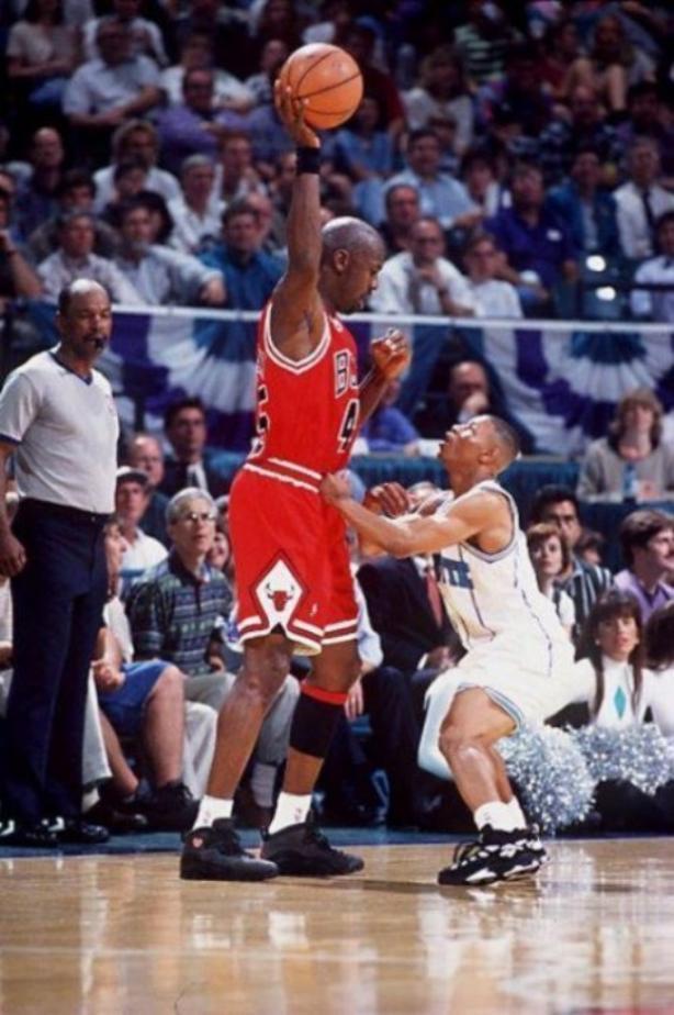 campo pañuelo posibilidad  Michael Jordan es un enano junto a Yao Ming - Qore