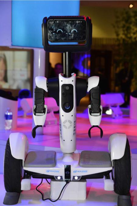 El Ninebot de Segway también usa RealSense para saber cómo interactuar con la gente de manera natural y fluida