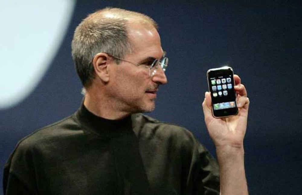 Steve Jobs presentando el nuevo iPhone al mundo