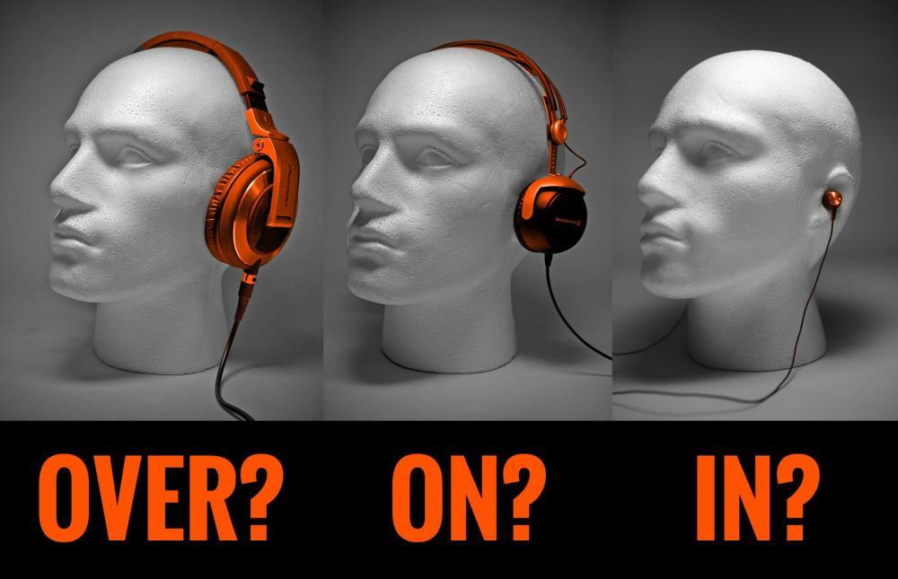 ¿Alrededor, sobre o en el oído?