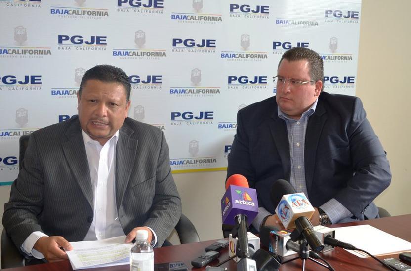 Procurador Miguel Angel Guerrero (izq) y Secretario de Seguridad Pública Alejandro Lares (der). Imagen: PGJE