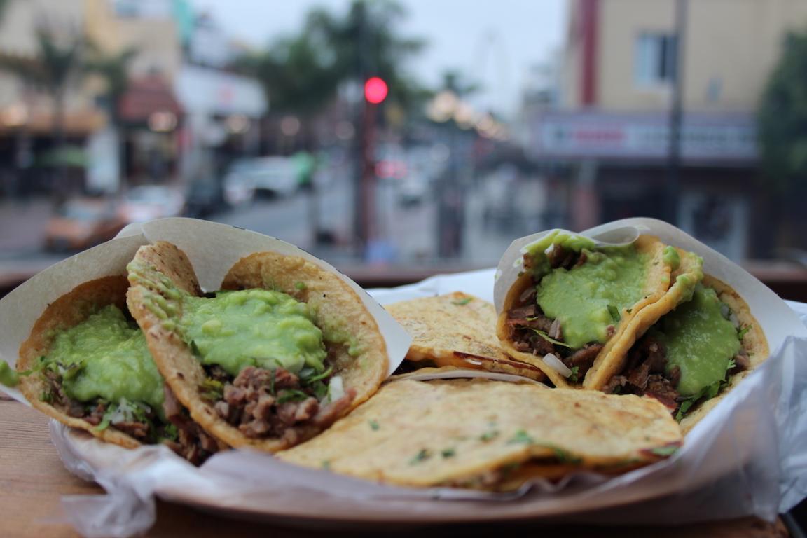 """Sin pretensiones, tacos de asada con los mejores ingredientes encontrarás en """"Taco Grill TJ"""". Foto: Ángel García"""