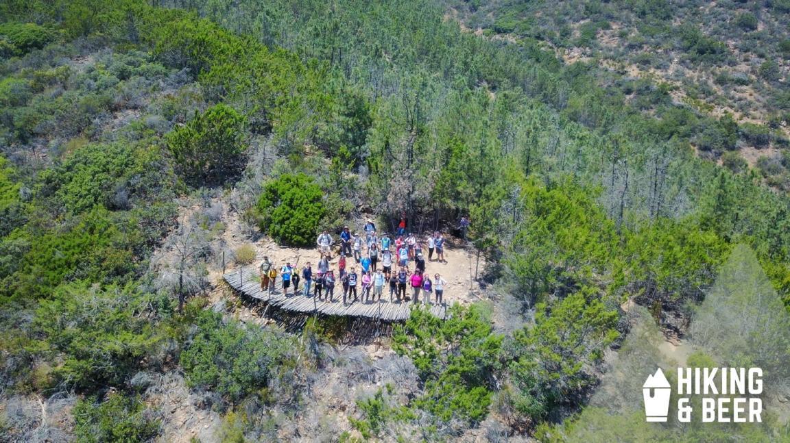 Cada fin de mes se realizaba una larga caminata para llegar a lo alto y disfrutar el paisaje. Foto: Hiking and Beer