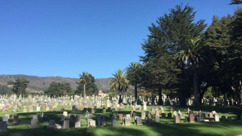 Uno de los cementerios católicos más grandes de la ciudad, Holy Cross. (BBC)
