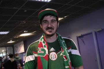 """Un """"mexicano"""" entre todos los fanáticos rusos al hockey"""