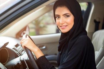 Arabia Saudita ya deja manejar a las mujeres pero todavía les...
