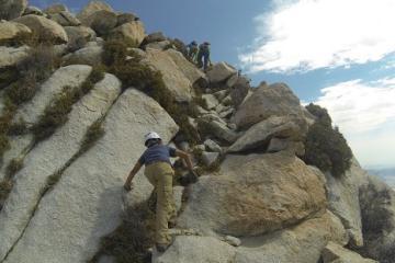 Con 9 años escala la montaña más grande de Baja California