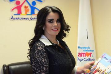 Presidenta del DIF destaca lazos familiares en su informe