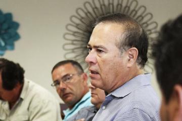 Morena le da la espalda a Arturo González Cruz