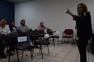 Jueces municipales participan en curso de Lengua de Señas