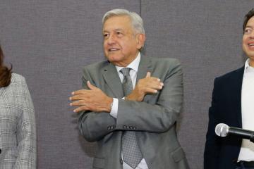 """AMLO """"lee la cartilla"""" a los 5 gobernadores fronterizos"""