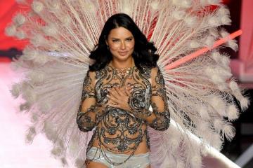 Adriana Lima se retira de las pasarelas