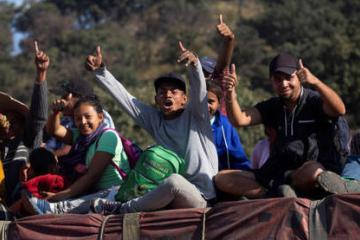 Ayuntamiento promete a migrantes empleo y quedarse en el Parque...