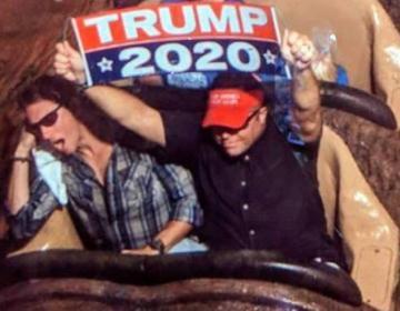 Lo expulsan de Disney por mostrar propaganda de Trump