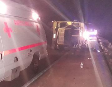 Camión con centroamericanos se vuelca y deja 10 heridos