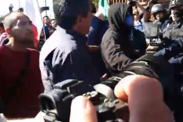 Grupo de Tijuanenses ignoran indicaciones y van a albergue migrante