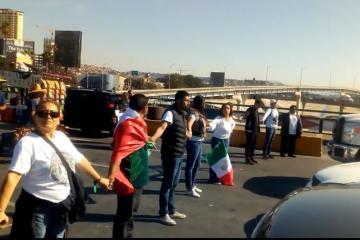 Antiinmigrantes bloquean Garita de San Ysidro