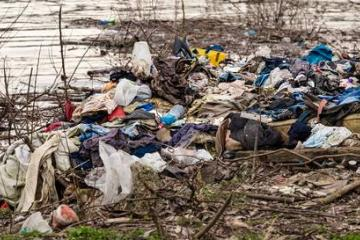 Falso que migrantes tiran ropa donada por mexicanos