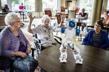 El robot que cuida a personas de la tercera edad