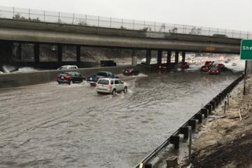Inundación causa cierre de autopista 5