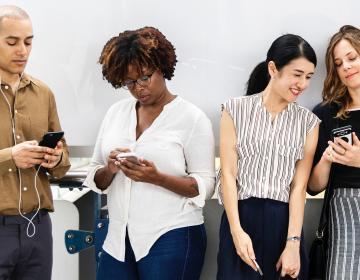 ¿Dejarías de usar tu celular por $100 mil dólares?