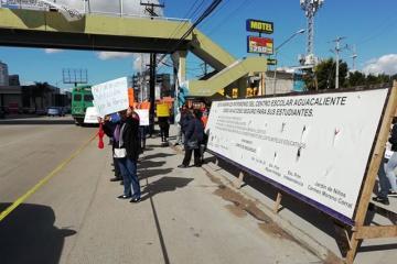 Protestan contra inmobiliaria en rampa del Agua Caliente