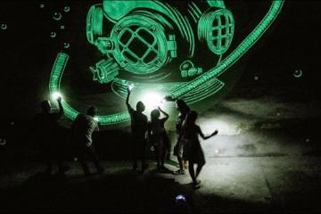 España tiene murales que brillan en la oscuridad