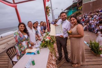 ¿Quieres asistir al festejo de 250 bodas el mismo día?