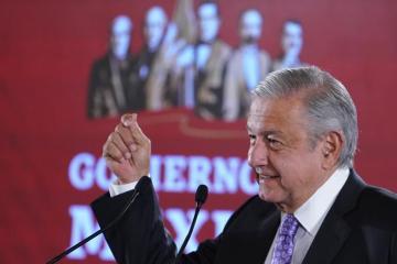 """AMLO organiza """"bailongo"""" para celebrar un año de su triunfo..."""
